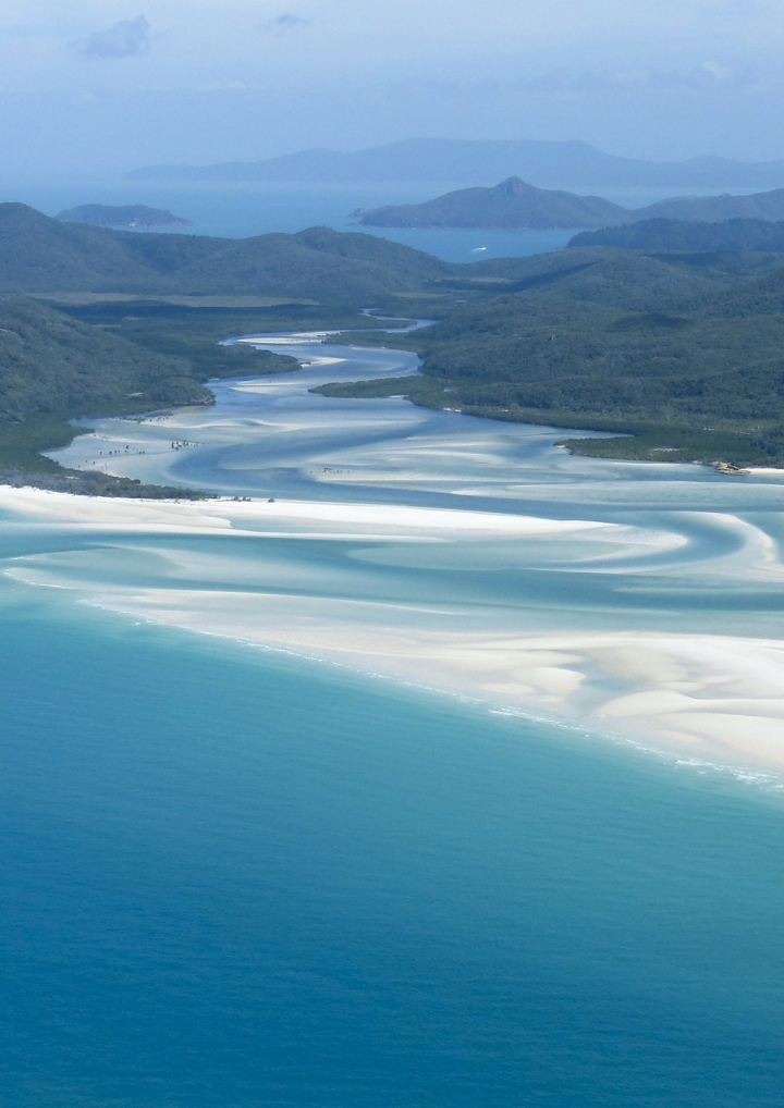 AIRLIE BEACH, GATEWAY TO THEWHITSUNDAYS