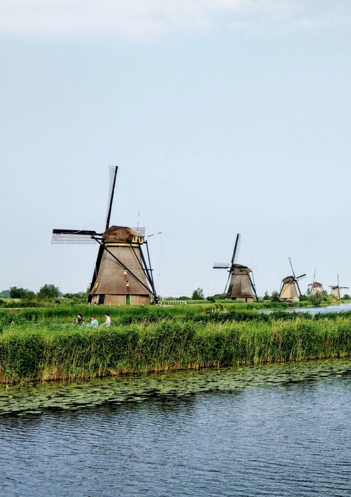 THE ULTIMATE TRAVEL GUIDE TO THE NETHERLANDS