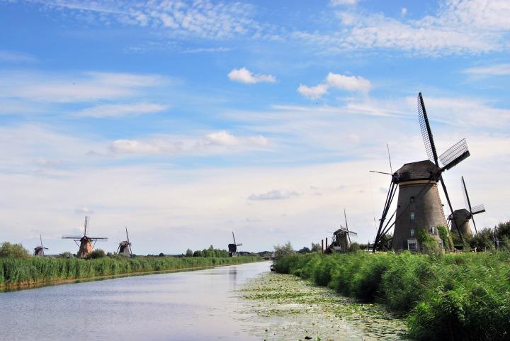 the-windmills-555944_1920.jpg