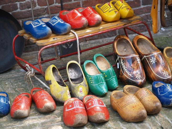 wooden-shoes-476521_1920.jpg